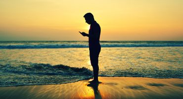 ON/OFF: Holiday Travel with Smartphones