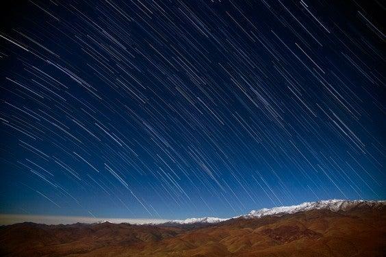 Lluvia de estrellas en el desierto de Atacama Desert, Chile