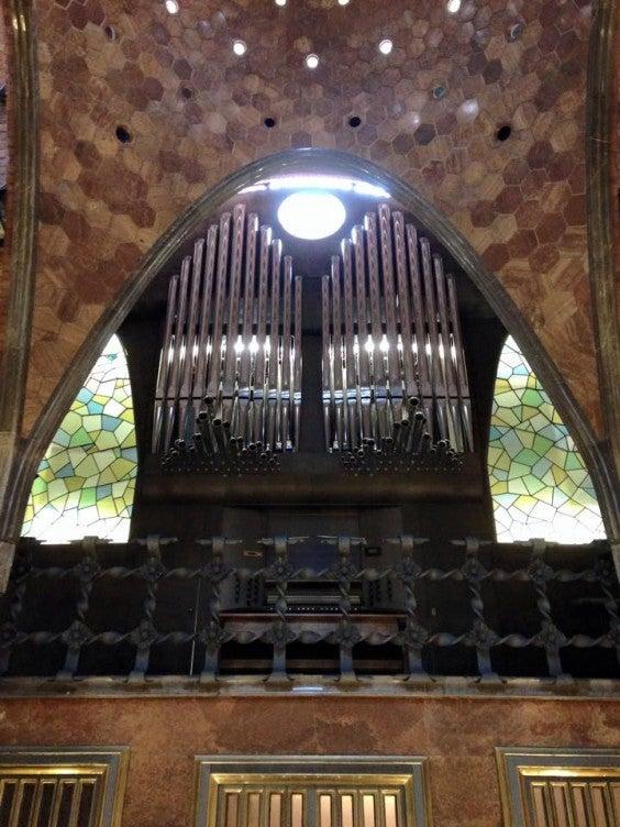palau guell party room organ