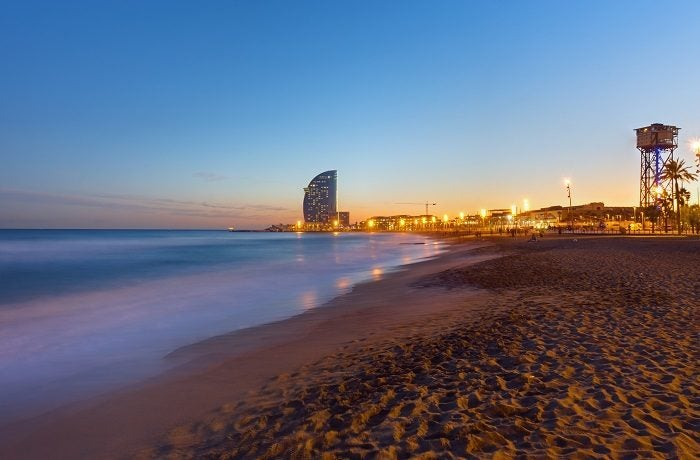 Playa de la Barceloneta por la noche
