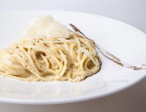 cacio and pepe pasta rome