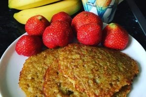 some kartoffelpuffer with strawberries