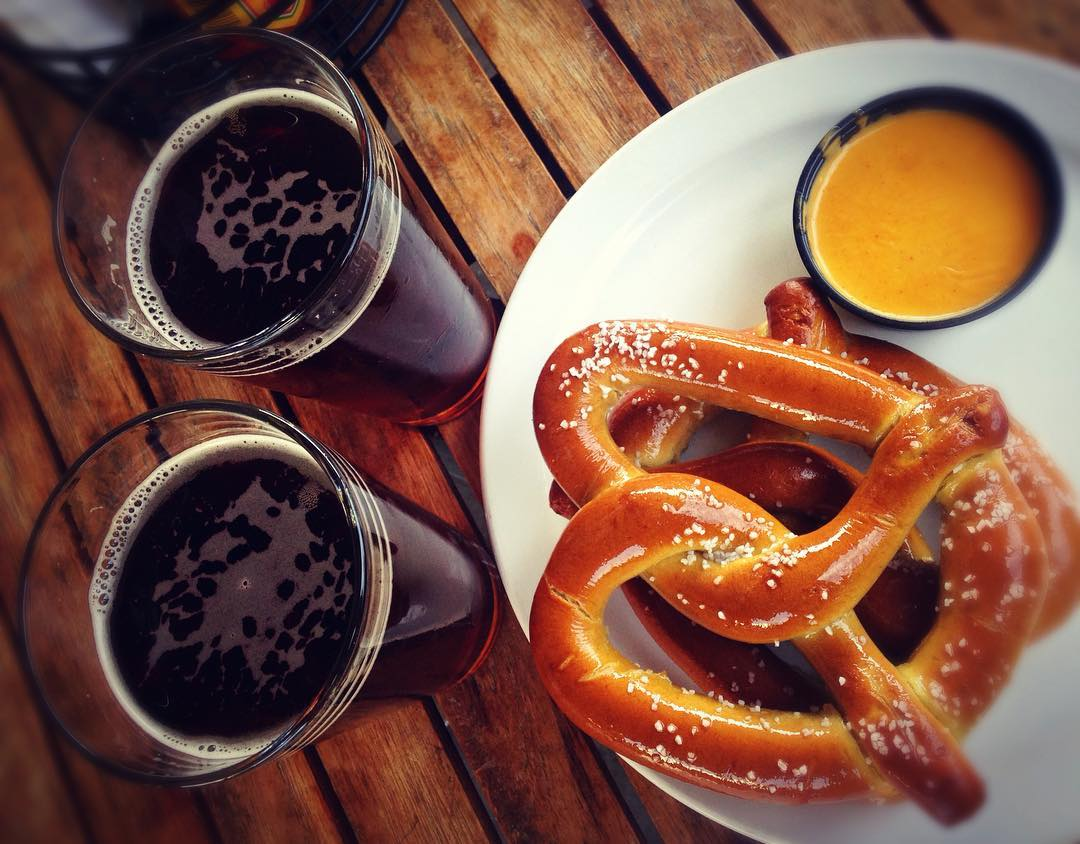 pretzels e due bire cosa mangiare a berlino edreams blog di viaggi