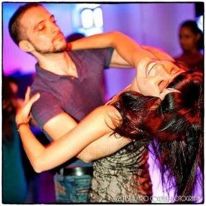 coppia ballando samba barcellona romantica edreams blog di viaggi