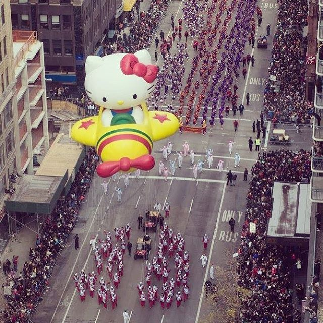 an aerial shot of the macy's thanksgiving day parade