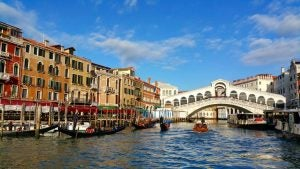 a view of rialto bridge from the gran canal in venice italy