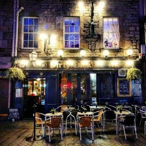 an outside view of dirty dick's pub in edinburgh