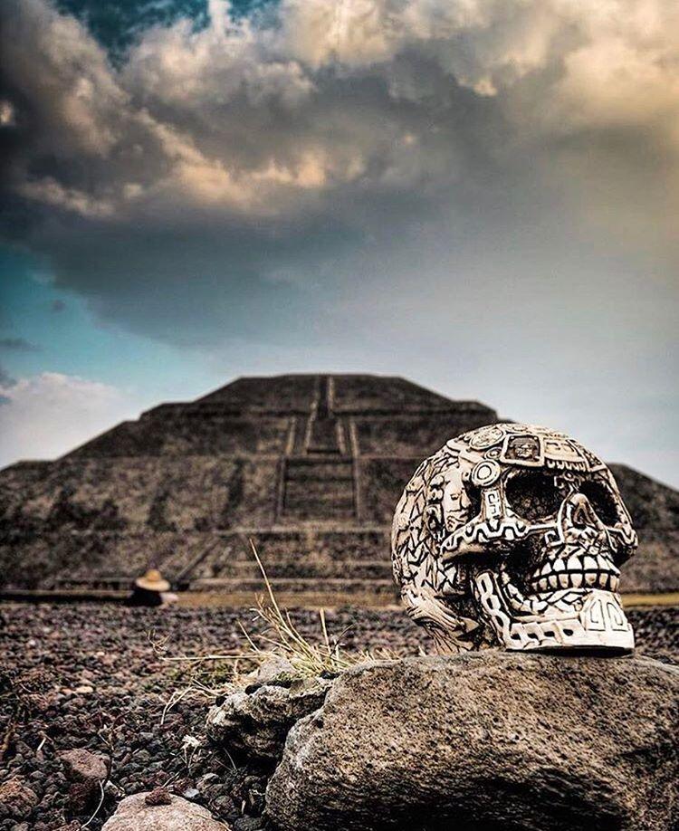 11 imprescindibles en México. un acalabera en la pirámide de teotihuacan mexico