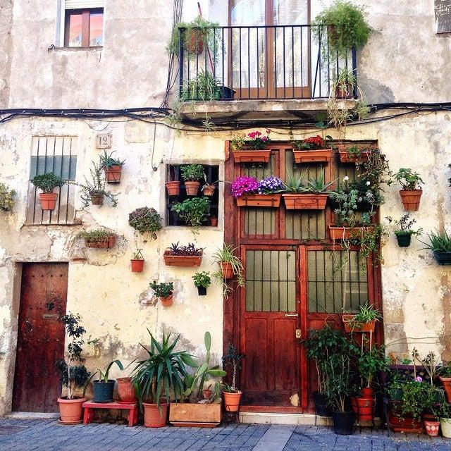prettiest door in barcelona - barcelona blonde