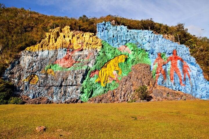 mural de la pre historia on vinales - cuba