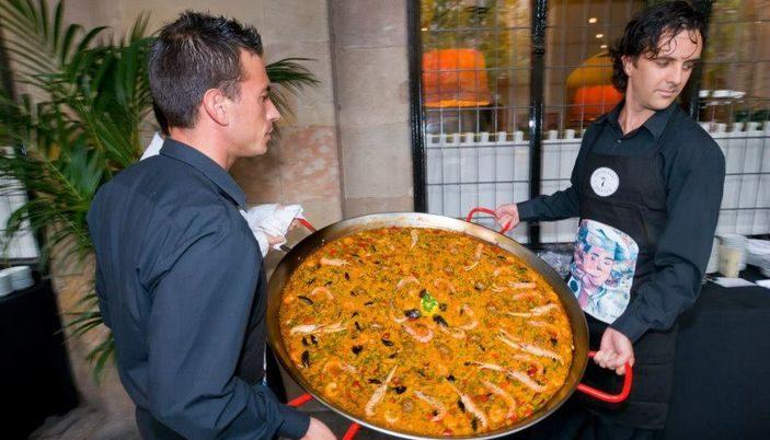 Large paella at 7 Portes restaurant