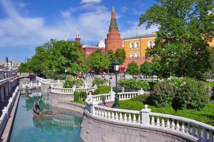 Alexander Gardens in moscow