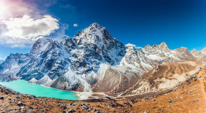 climbing mountains in nepal