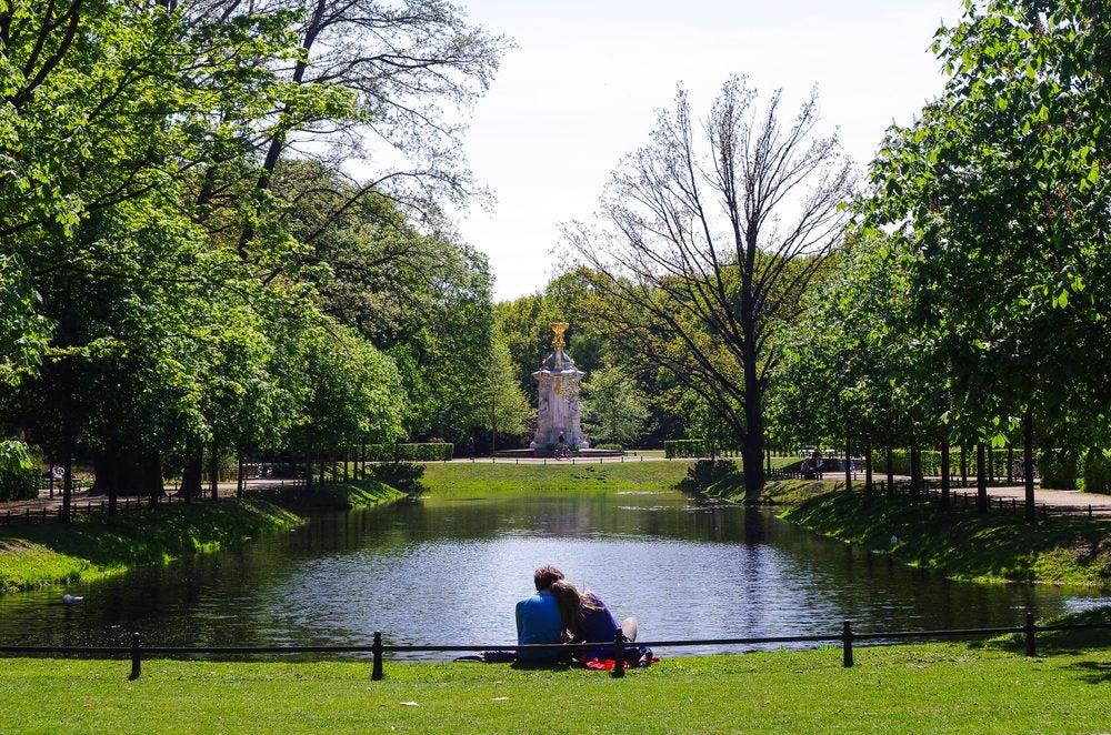 Couple in Tiergarten park