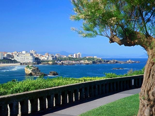 Book your holiday to Biarritz with onefront-EDreams
