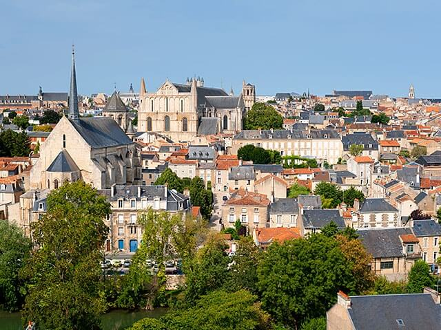Book your holiday to Poitiers with onefront-EDreams