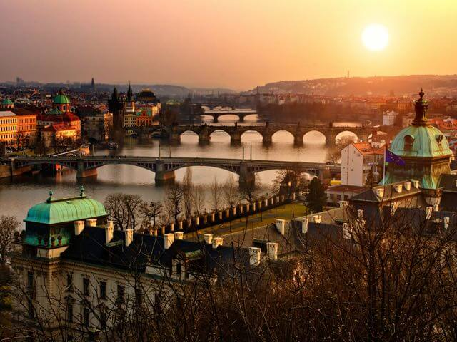 Book your holiday to Prague with onefront-EDreams