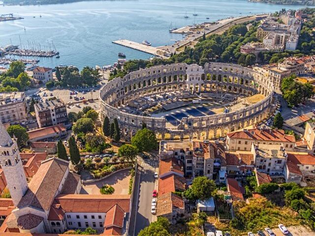 Book your holiday to Pula with onefront-EDreams
